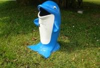 Thùng rác hình cá heo